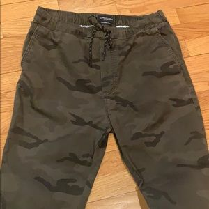 American Eagle men's camouflage jogger pant
